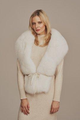 White fox fur collar