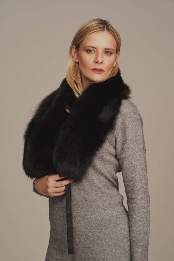 Black fox fur collar