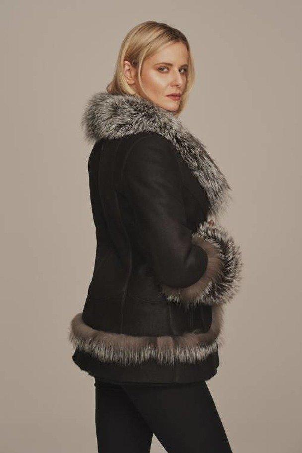 Kożuch damski z lisem - Kurtka zimowa damska czarna z futerkiem