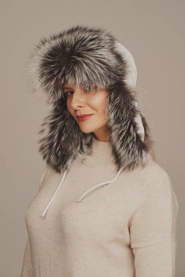 Dámska čiapka s kožušinou do uší z bielej líšky