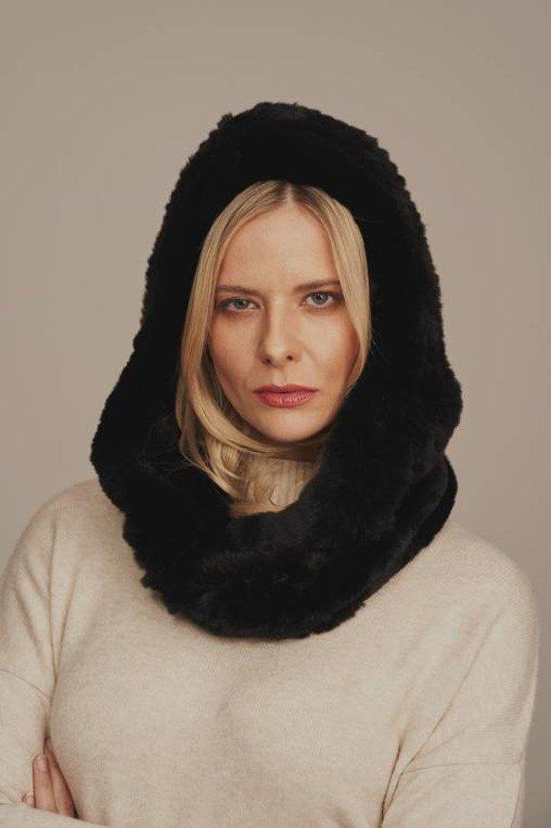 Dámska zimná kožušinová šatka, čierna. Šál s kapucňou vyrobený z prírodnej kožušiny castorex