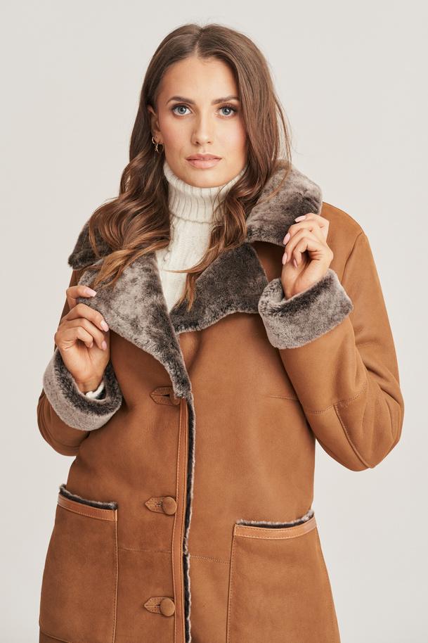 Dámsky kabát z jahňacej kože